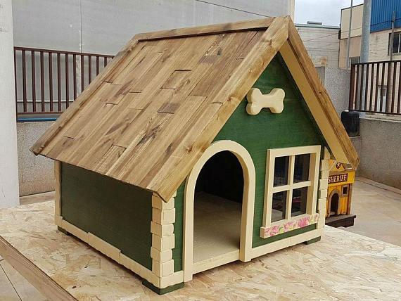 Caseta de madera para perros color verde
